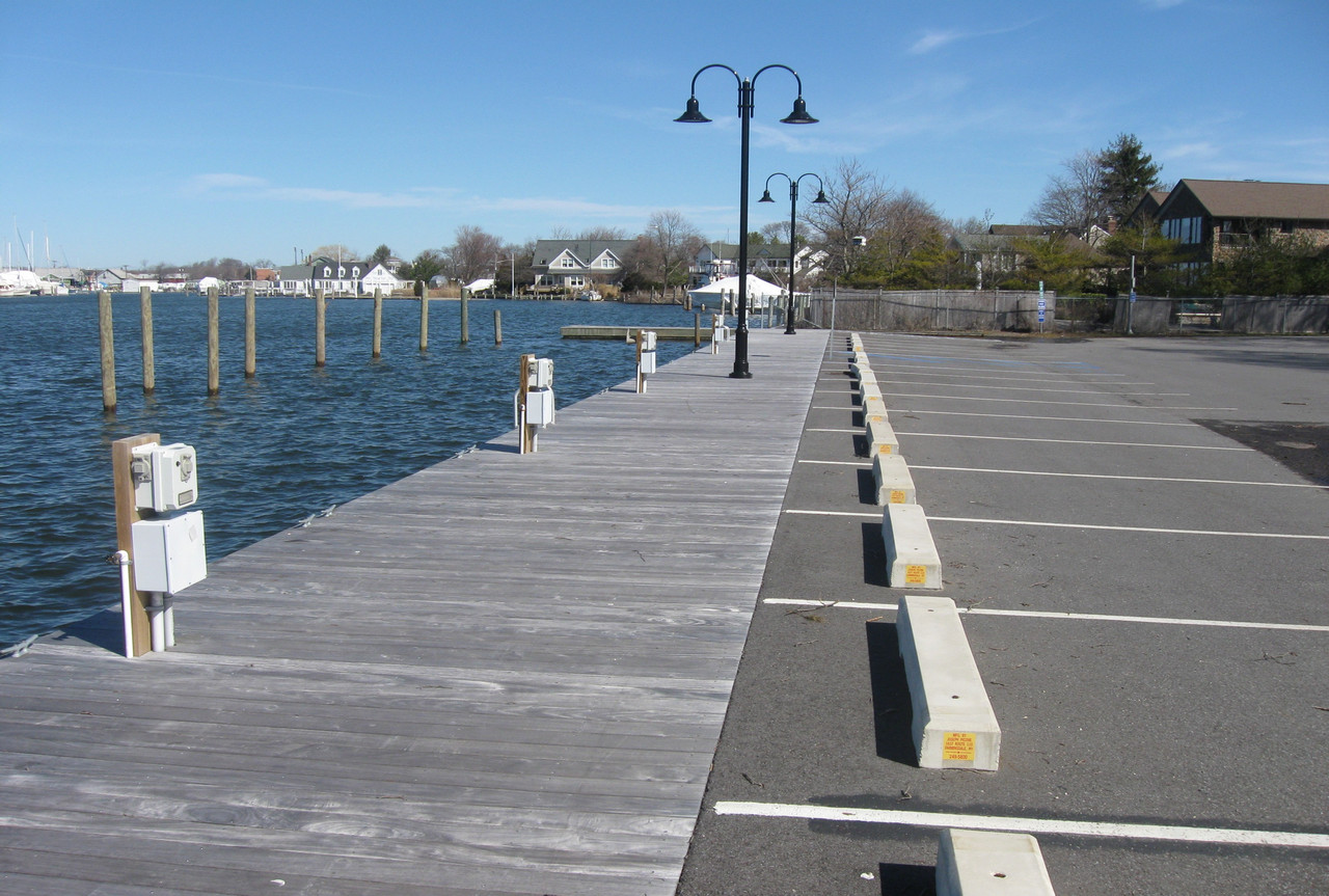 maple_street_dock
